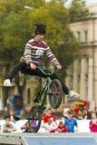 Radfahrer springen Stockfoto