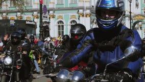 Radfahrerparade und -show Nachtwölfe MG Russland stock video footage