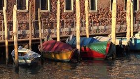 Radfartyg som svävar på kanalen Pier Or Dock stock video