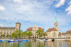 Radhus och domkyrka Fraumuenster, Zurich, Schweiz Royaltyfri Fotografi