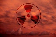 Radiação em um céu dramático um ilustração do vetor