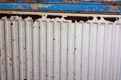 Radiador oxidado, destruido, devastado, mohoso imagen de archivo