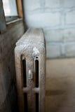 Radiador velho na construção do sótão Imagem de Stock Royalty Free