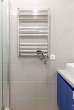 Radiateur électrique dans la salle de bains Image libre de droits
