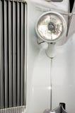 Radiateur et lumière blancs de véhicule Photos stock