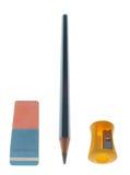Radiergummi, Bleistift und Bleistiftspitzer Stockfotografie