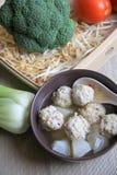 Radijs en vleesballetjessoep Stock Foto