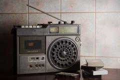Radio antigua con los casetes, Imágenes de archivo libres de regalías