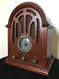 Radio de madera del estilo retro del vintage fotos de archivo