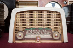 Radio de vintage à l'exposition de robot et de fabricants Photographie stock libre de droits