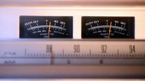 Radio del vintage que muestra los metros del VU almacen de metraje de vídeo