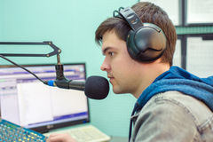 Radio DJ del ritratto dell'uomo Immagini Stock Libere da Diritti