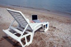 Radio en la playa Imágenes de archivo libres de regalías