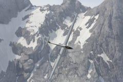 Radio gecontroleerd modelvliegtuig tijdens de vlucht Royalty-vrije Stock Foto's