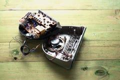 Radio-reloj quebrado imagen de archivo libre de regalías