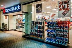 Radio Shack in der Ala Moana-Mitte - Nachtansicht Stockfotografie