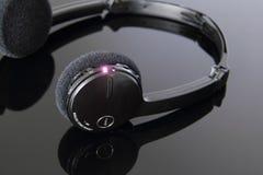 Radio stereo- hörlurar med mikrofon. Fotografering för Bildbyråer