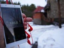 Radio sur le smartphone Station de radio fonctionnant dans l'appli de smartphone Vous pouvez choisir FM différent image stock