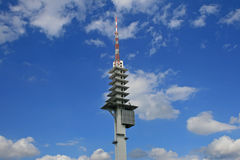 Radio tower in blue sky Royalty Free Stock Photos
