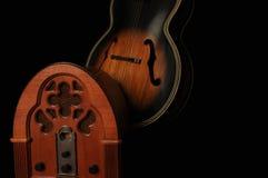 Radio y guitarra de antaño Imagen de archivo
