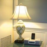 Radio y lámpara del reloj de alarma imagenes de archivo