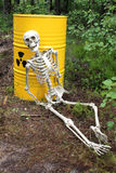 Radioactief afval en skelet Stock Fotografie