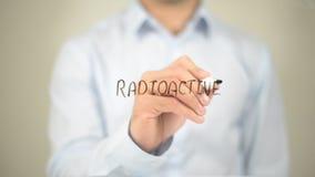 Radioaktiv, Mann-Schreiben auf transparentem Schirm Stockbilder