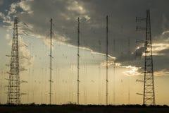 Radioantennennetz bei Sonnenuntergang Stockbild