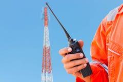 Radioboomstam op antennetoren stock fotografie
