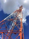 Radiodiffusione dell'emittente televisiva dell'antenna fotografia stock