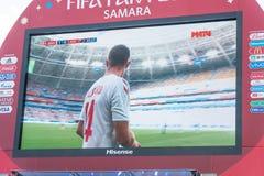 Radiodiffusione della partita Danimarca-Australia sullo schermo nella zona del fan della coppa del Mondo 2018 Fotografie Stock