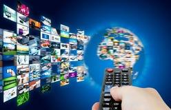 Radiodiffusione della televisione che scorre le multimedia Compositi del globo della terra Immagine Stock Libera da Diritti