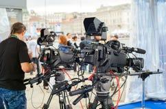 Radiodiffusione e registrazione con la macchina fotografica digitale Immagine Stock Libera da Diritti
