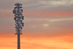 Radiokontrollturm am Sonnenuntergang Stockfotografie