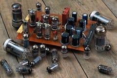 Radiolampor och transistorer Arkivbilder
