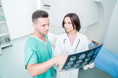 Radiologia, operacja, ludzie i medycyny pojęcie, - kobiet lekarki Zdjęcie Royalty Free