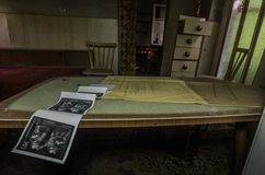 Radiologiczna fotografia w zaniechanym domu fotografia stock