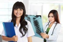 Radiologue de médecin photo stock