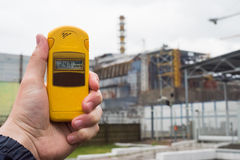 Radiomètre à disposition avec le quatrième réacteur sur le fond Images libres de droits