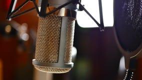 Radiomicrofoon bij studio stock video