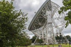 Radiotélescope de banque de Jodrell dans la campagne rurale de Cheshire England Photographie stock libre de droits