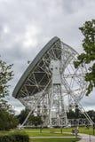 Radiotélescope de banque de Jodrell dans la campagne rurale de Cheshire England Images stock