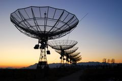 Radioteleskope Lizenzfreie Stockfotos