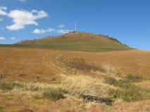 Radiotoren op heuvel bij Amatola-bergen, Zuid-Afrika Royalty-vrije Stock Foto