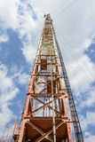 Radiotorn med antenner Arkivbilder