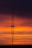 Radioturm mit Himmelhintergrund lizenzfreies stockfoto