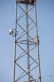 Radiowa antena na plażowej linii horyzontu z piaskiem i perspektywą Fotografia Royalty Free