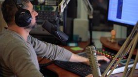 Radiowa osobowość DJ na powietrzu zbiory wideo