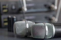radiowi mikrofony bezprzewodowy rozsądnego przekazu system miękki ostrości Dwa mics obraz royalty free