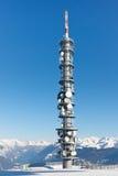 Radiowy wierza na Śnieżnym Halnym szczycie Zdjęcie Royalty Free